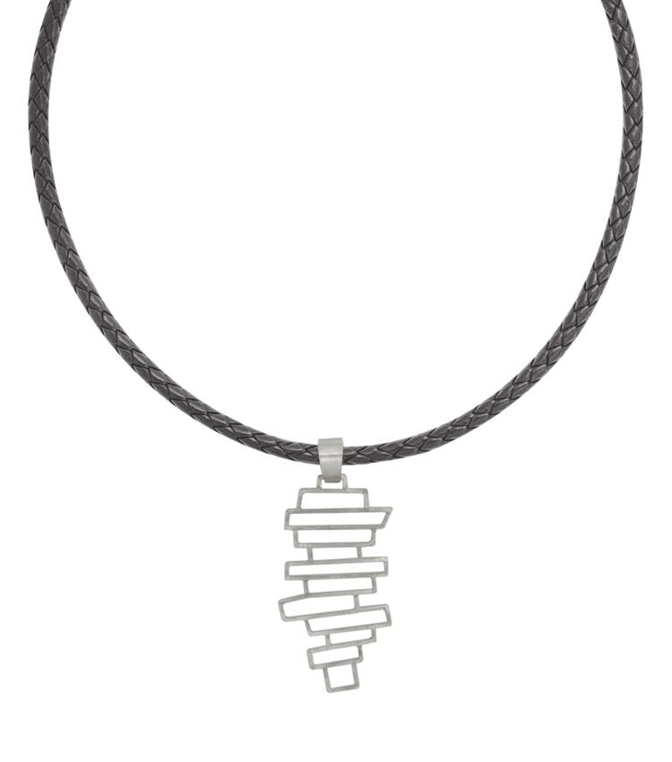 Colar em couro com pingente em prata - IC617